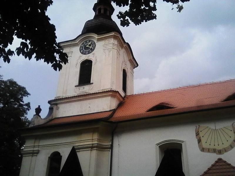 Gotický farní kostel v Petrovicích je poprvé připomínán roku 1350.