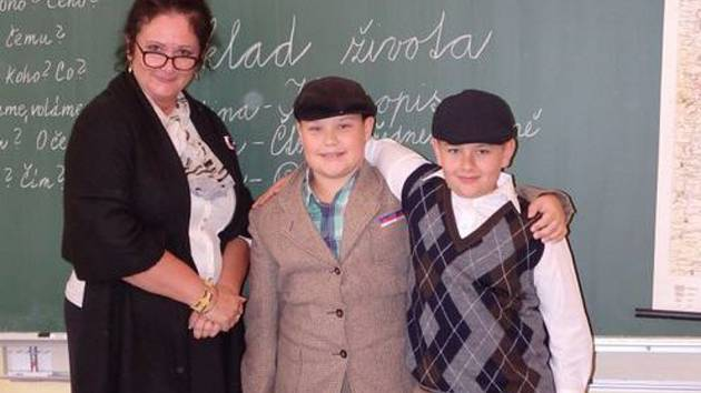 Žáci a učitelé ze ZŠ Školní v Příbrami si připomněli 100. výročí vzniku Československa.