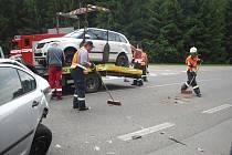 Nehoda pěti osobních aut na strakonické silnici u Bytízu.