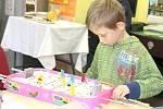 Nízkoprahový klub Bedna Příbram poskytuje zázemí dětem a mladým lidem už šest let. Podívejte se, jak slavila narozeniny.
