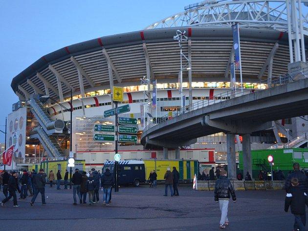 Trenéři 1.FK Příbram byli na stáži v Ajaxu Amsterdam. Před hlavním stadionem.