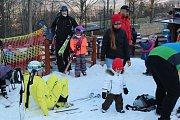 V sobotu 17. listopadu byla zprovozněna sjezdovka na Monínky a tak si sníh užili lyžaři i na Příbramsku.