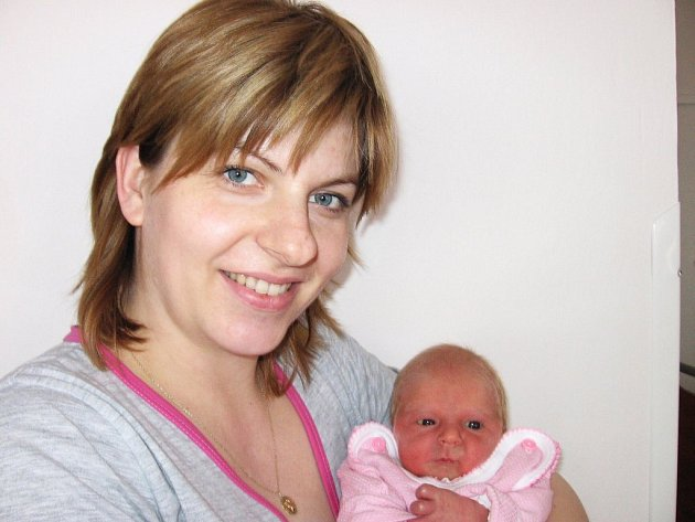 Nicol Schovánková, první štěstíčko maminky Miroslavy a tatínka Davida z Příbrami, prvně otevřela očka v úterý 10. března a v ten den vážila 2,70 kg a měřila 46 cm.