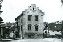 Kňovický zámek kolem roku 1985.