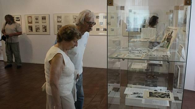 Vernisáž výstavy v Galerii Františka Drtikola v Příbrami u příležitosti nedožitých devadesátých narozenin výtvarníka a spisovatele Jana Čáky.