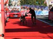 Handicapovaný sportovec Jan Tománek na pražském triatlonu.