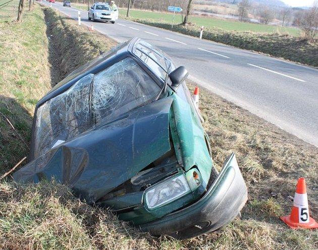 Nehoda z 18.3. u Dublovic - najetí na krajnici a narazil do můstku.  Nehoda skončila lehkým zraněním a řidič nadýchal 1,37 promile.