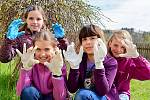 Školáci v Bohutíně navlékli rukavice a oslavili Den Země.
