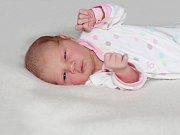 Julie RUTTENSTEINEROVÁ se narodila 30. dubna  s váhou 3,21 kg a mírou 51 cm Lence a Ladislavovi z Příbrami. Doma čeká sestřička Karolínka (9). Foto: František Gahler