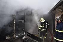 Požár v obci Jince na Příbramsku.