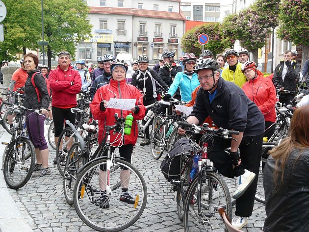 DO PEDÁLŮ šláplo v sobotu 208 cyklistů.