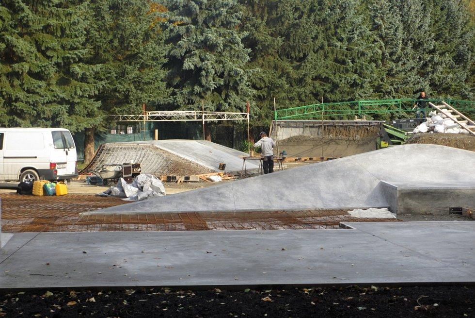 Stavební práce na příbramském skateparku finišují.