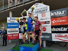 VÍTĚŽ druhého závodu  cyklistické Giant ligy v Táboře, Martin Boubal (uprostřed), je zároveň lídrem průběžného pořadí celého seriálu a rád by letos zaútočil na celkové prvenství.