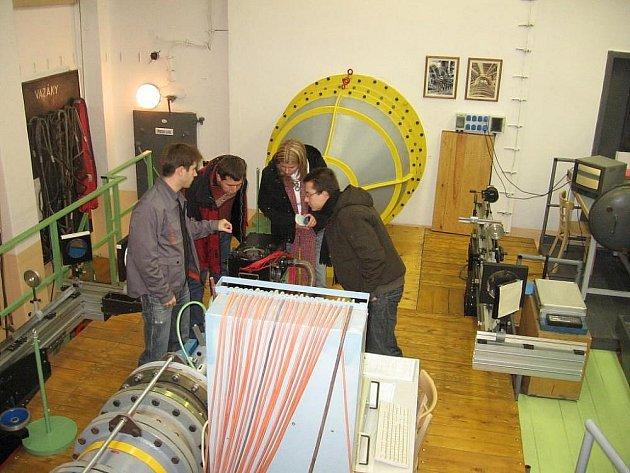 Návštevníci mohou v sobotu navštívit laboratoře v Novém Kníně.