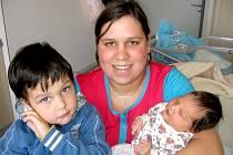 Natalie Čejková prvně otevřela očka v neděli 18. listopadu, vážila 4,22 kg a měřila 53 cm. Domů do Bukové si ji odvezou maminka Zuzana, tatínek Honza a tříletý bráška Dominik.