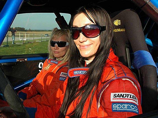 Eva Vykydalová s Ilonou Vyštejnovou byly letos nejlepší dámskou posádkou v MMČR v rally.