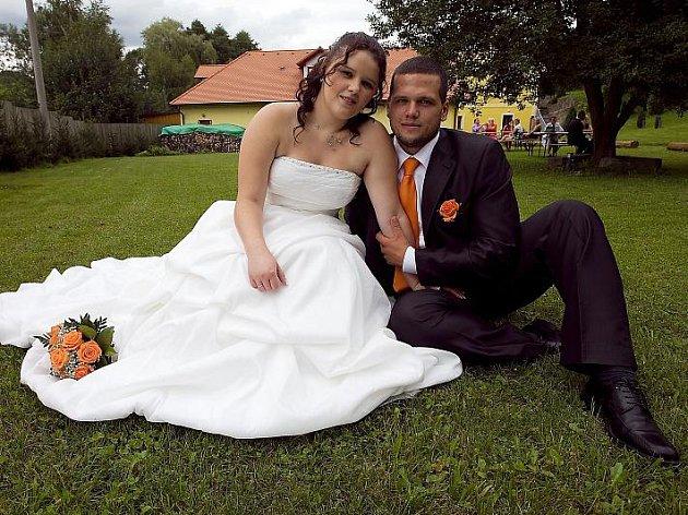Svatební obřad Milana Mátla a Lucie Kupečkové se konal v sobotu 13. srpna na Zámečku v Pribrami.