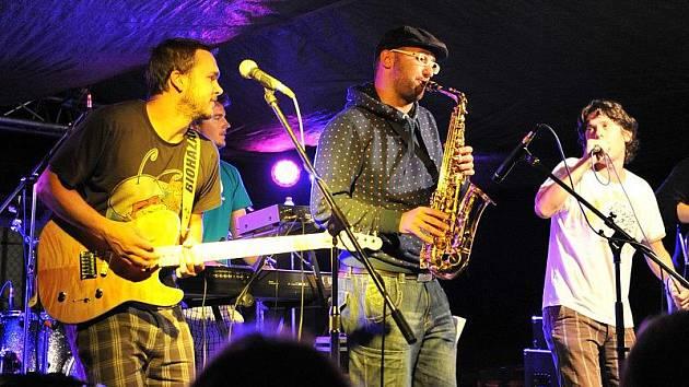 Jakub Ročňák s kapelou Simple Muffin.