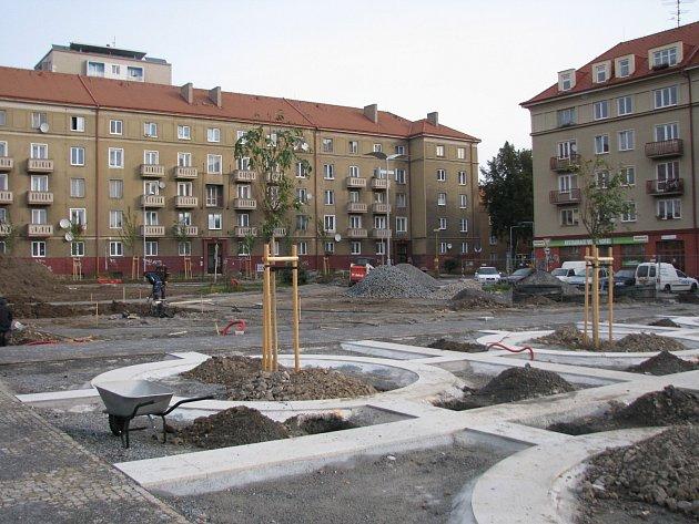 Práce na náměstí finišují.