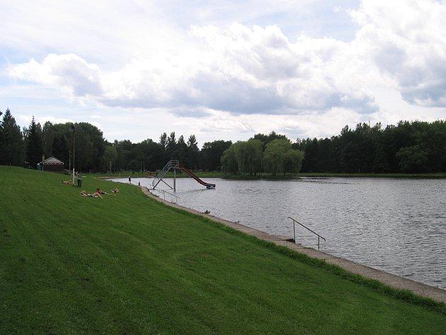 Koupání na Novém rybníku je příjemnou záležitostí.