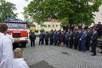 Požehnání repasované cisterny po slavnostní hasičské mši v Krásné Hoře nad Vltavou.