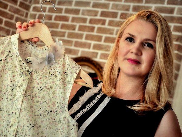 Daniela Ettlerová se svého snu stát se módní návrhářkou nevzdala.