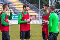 Fotbalisté Příbrami během předzápasového tréninku před nedělním duelem v Mladé Boleslavi.