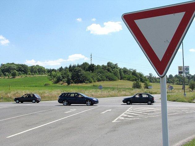 Klasickou křižovatku ulic Jinecká a Evropská v Příbrami nahradí kruhový objezd.