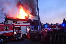 Požár rodinného domu ve Voznici způsobil dvoumilionovou škodu.