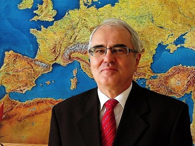 Rektor VŠERS Lubomír Pána.