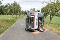 Nehoda 28.8. v obci Luhy na Milínsku - při vyhýbání se protijedoucímu autobusu najel řidič sanity do silničního příkopu, škoda 140 tisíc korun. Řidič a záchranář vyvázli s lehkým zraněním.
