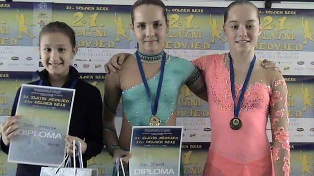 Jana Jechová (uprostřed) vyhrála mezinárodní závody v chorvatském Záhřebu.