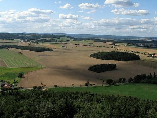 Rozhledna na Veselém vrchu u Mokrska je přístupná vždy od dubna do října.
