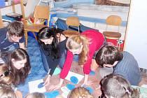 Část studentů při projektu Poznej sám sebe.