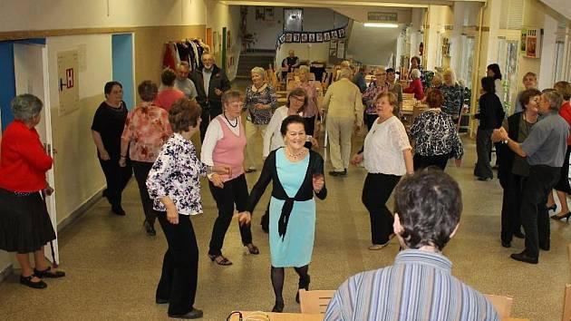 Taneční odpoledne příbramských seniorů.