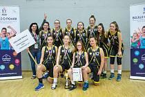 Stříbrný tým. Dívky ze ZŠ Příbram – Březové Hory získaly v turnaji ASŠK v basketbalu stříbrné medaile.