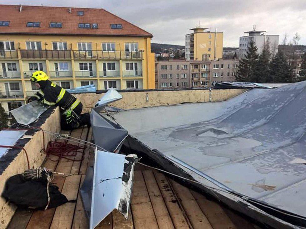Zásahy středočeských hasičů v souvislosti se silným větrem. Archivní foto.