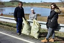 Jarní úklid odpadků v Osečanech vzala do vlastních rukou rodina Klímových.