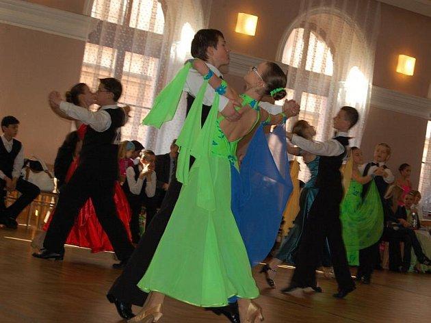 Taneční soutěž v příbramské sokolovně.