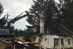 Demolice vyhořelé hájovny Na Dědku u Vacíkova.