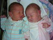 DVOJNÁSOBNOU radost mají manželé Šárka a Jakub Jánských z Dobříše, kterým se 3. května 2018 v Hořovicích narodila dvojčátka, Klára a Jakub. Klárka vážila pěkných 3,20 kg a Kubíček se mohl pochlubit váhou 3,40 kg. Z miminek se radují sestřičky Verunka (8)