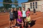 V Komárově se uskutečnil volejbalového turnaje mužů a žen, který v obou kategoriích ovládly týmy