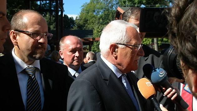 Výstavu slavnostně zahájil prezident Václav Klaus a  ministr zemědělství Ivan Fuksa.