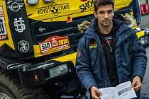 DAKAR. Sedlčanský tým Big Shock Racing po dlouhých osmi hodinách prošel přejímací kontrolou a už se těší na Rally Dakar 2018