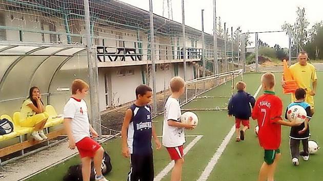 Tréninků se pravidelně zúčastňuje okolo dvanácti malých fotbalistů.