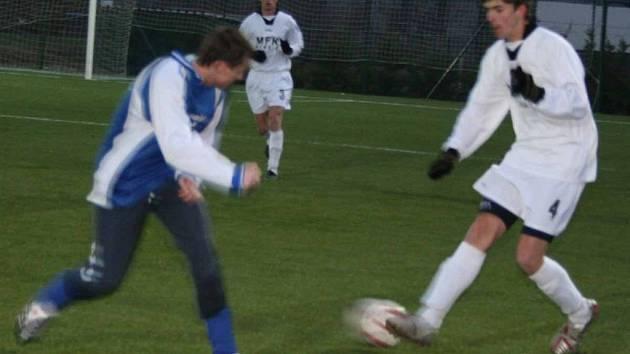 Fotbalisté Dobříše už prohrávali 0:2, ale v posledních dvaceti minutách skóre otočili.
