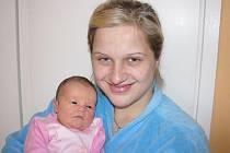 Nikolka Vítová, první zlatíčko maminky Markéty a tatínka Martina z Příbrami, poprvé spatřila svět ve středu 8. února a sestřičky v porodnici jí v ten den navážily 2,94 kg a naměřily 49 cm.