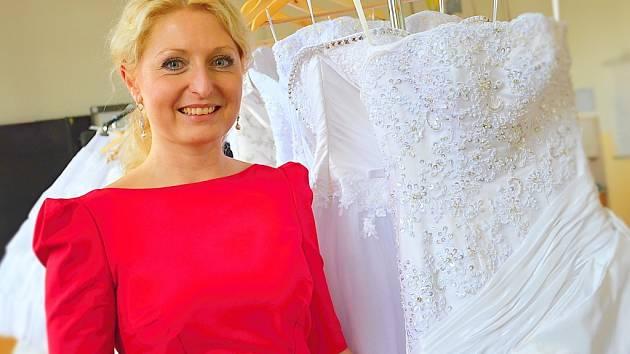 68c2f55dc6a7 Návrhářka Kateřina Štěpánková  Nejtěžší šaty váží patnáct kilo ...