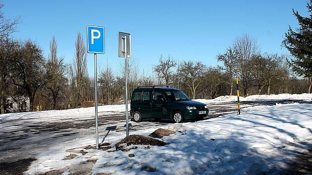 Parkoviště u centrálního hřbitova v Příbrami už nabízí místa.