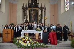 V odpoledních hodinách proběhl rovněž v chrámu sv. Mikuláše koncert skladeb klasických autorů tentokrát již celého Smíšeného pěveckého sboru Svatopluk společně s vystoupením souboru Trubači Záhřeb. Foto: